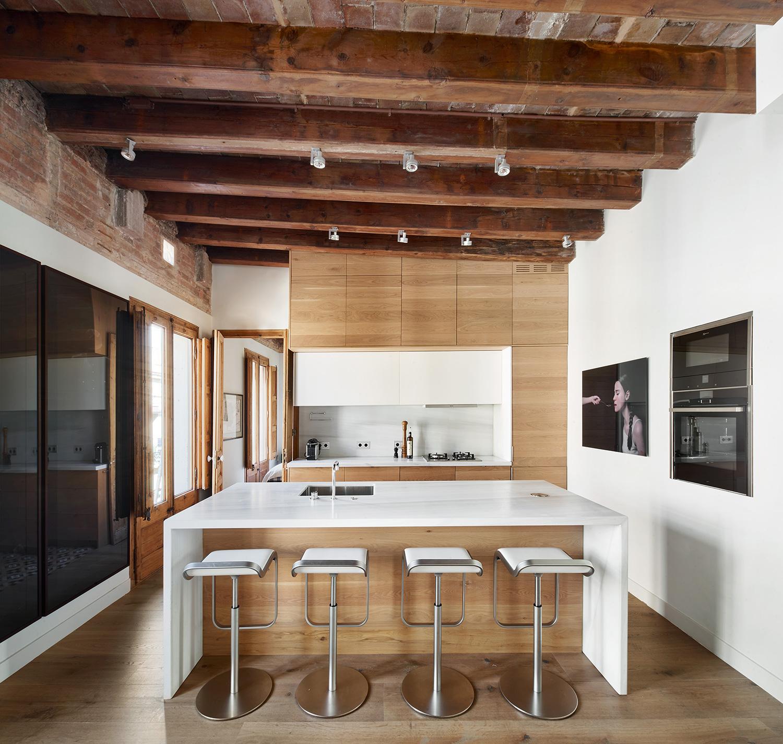 Ático Ciutat Vella modern kitchen renovation