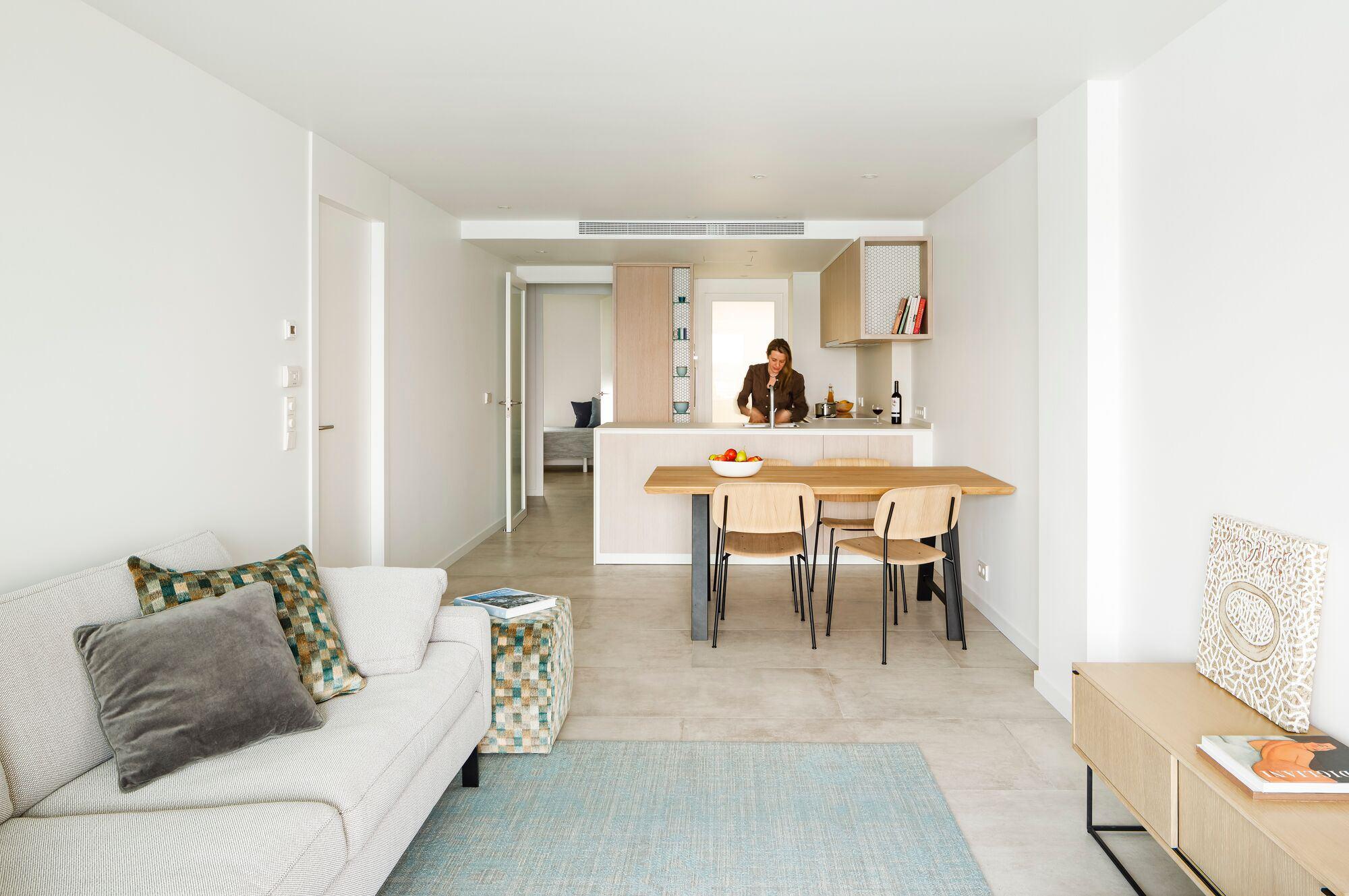 Light seaside apartment in La Escala