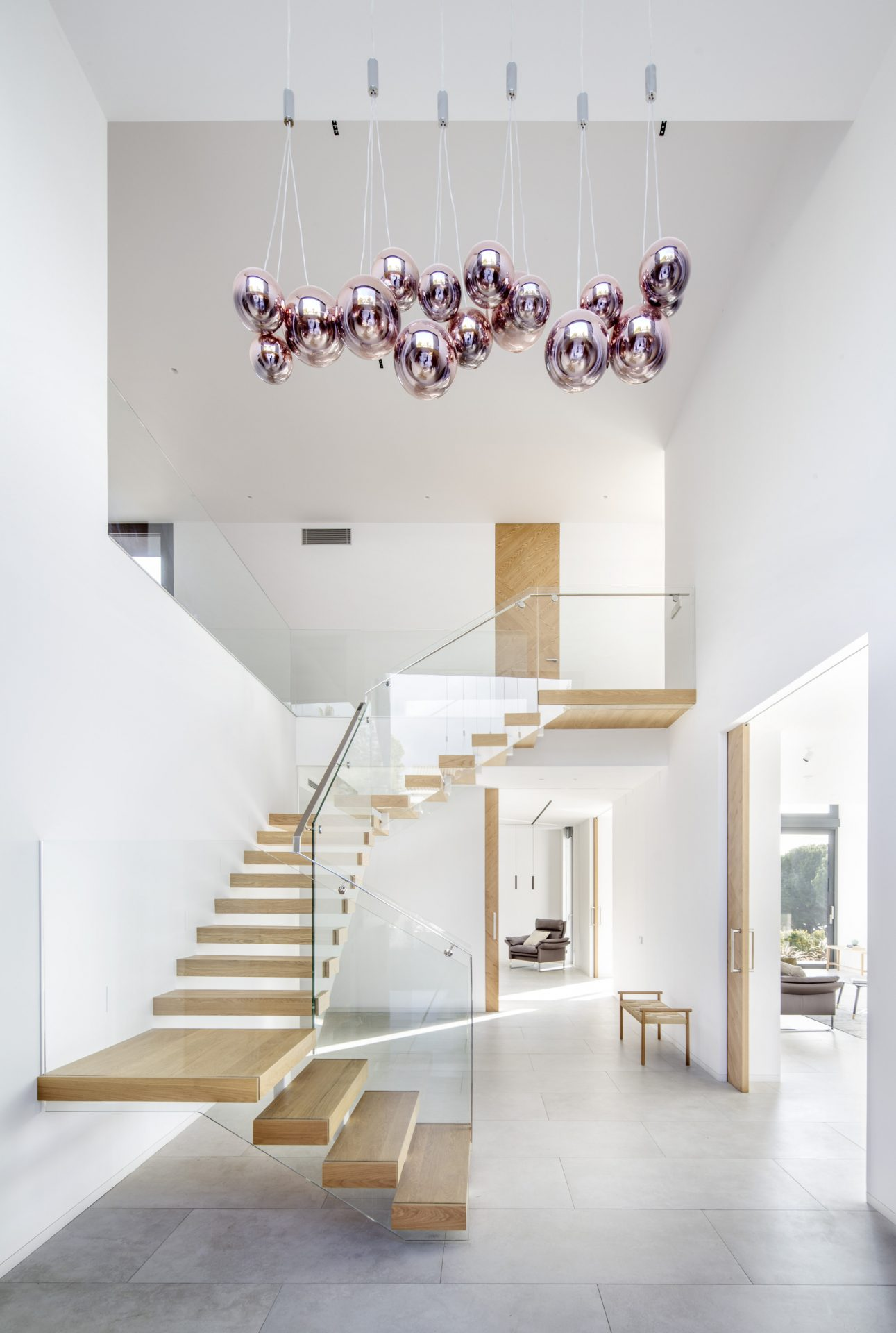 floating-staircase-high-cost-residential-zest-architecture-Adrià Goula
